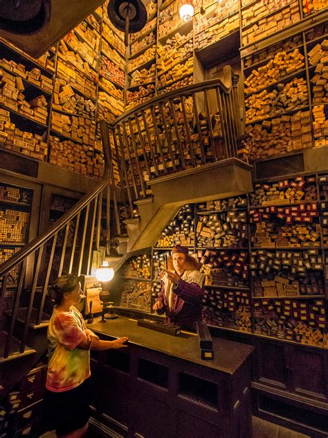 Ollivander's Wand Shop (The Wizarding World of Harry Potte